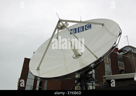 LONDON, UK - AUGUST 18, 2007:  A large satellite dish at BBC Television Centre in Shepherd's Bush, West London. - Stock Photo