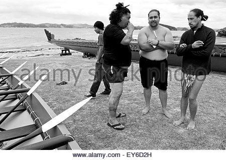 Discussion between three Maori participating in Waitangi Day annual commemorations on Waitangi Treaty Grounds, Bay - Stock Photo