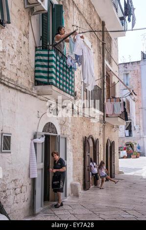 A  sidestreet in Barivecchia, Bari old town, Puglia, Southern Italy. - Stock Photo