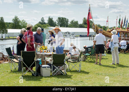 People picnicking at the Thames Traditional Boat Festival, Fawley Meadows, Henley On Thames, England - Stock Photo