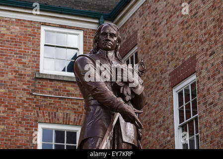 The Oliver Cromwell statue infront of the Warrington Academy building which is the office of the Warrington Guardian - Stock Photo