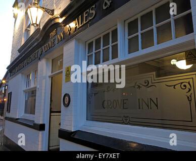 Grove Inn Pub, Back Row, Leeds, West Yorkshire,England,UK at dusk - Stock Photo