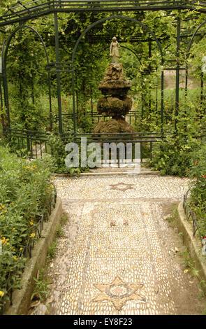Greece. Athens. National Garden (Ethnikos Kipos). Created in 1839 for the king. In 1923 the garden became public. - Stock Photo