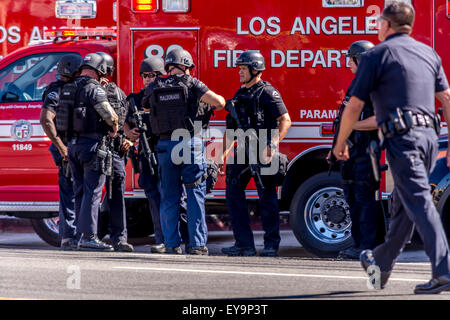 Los Angeles, California, USA. 24th July, 2015. Los Angeles Police Metro offiders at scene of officer involved shooting - Stock Photo