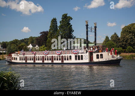 England, River Thames, New Orleans paddle steamer - Stock Photo