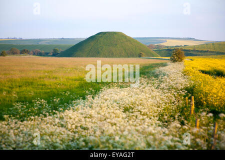 Silbury Hill prehistoric site, near Avebury, Wiltshire, England, UK is the largest man made mound in Europe. - Stock Photo