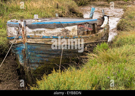Weathered boat at low tide by the shore at West Mersea, Mersea Island, Colchester, Essex, East Anglia, England, - Stock Photo