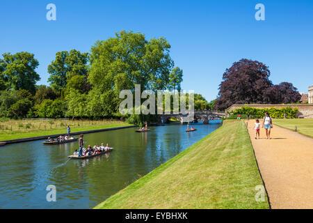 Punting on the River cam Cambridge Cambridgeshire England UK GB EU Europe - Stock Photo