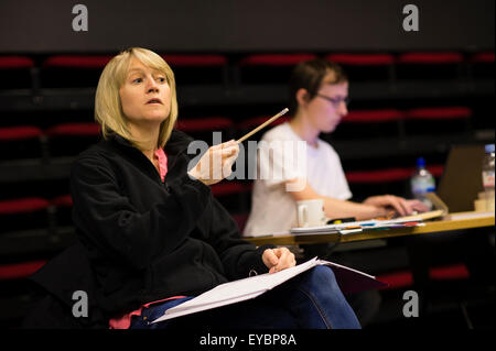 Welsh theatre director Angharad Lee directing professional  actors in rehearsals for a production of 'To Kill a - Stock Photo