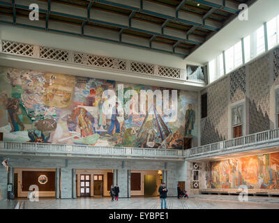 General view of the Central Hall of Oslo City Hall with wall fresco by Alf Rolfsen - Stock Photo