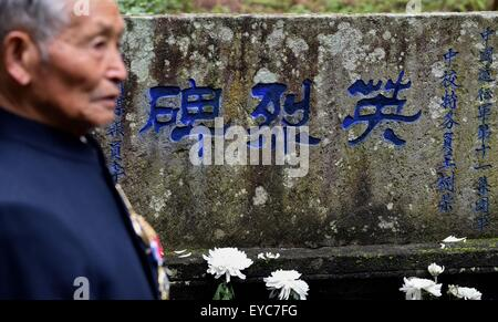 (150727) -- BEIJING, July 27, 2015 (Xinhua) -- Lu Caiwen mourns for the soldiers sacrificed during the battle against - Stock Photo