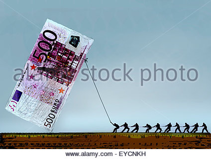 Row of men pulling large 500 Euro banknote with rope - Stock Photo