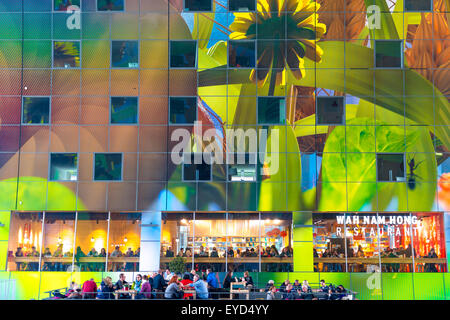 Diners at the Wah Nam Hong restaurant in the Markthal Rotterdam beneath the 'Hoorn des Overvloeds' artwork by Arno - Stock Photo