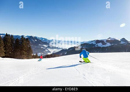 Ski holiday, Skiers carving downhill, Sudelfeld, Bavaria, Germany - Stock Photo
