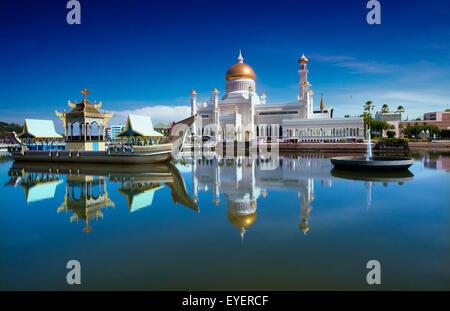 Sultan Omar Ali Saifuddien Mosque; Bandar Seri Begawan, Brunei - Stock Photo