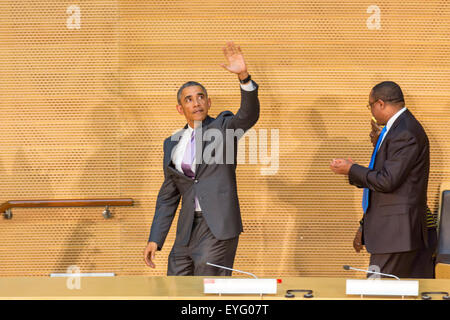 Addis Ababa, Ethiopia. 28th July, 2015. President Obama waves to the enthusiastic crowd attending his speech, on - Stock Photo