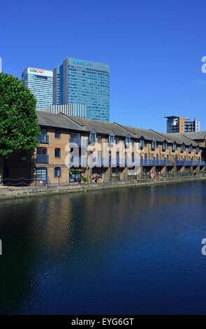 Water side housing, Canary Wharf, London E14, United Kingdom - Stock Photo