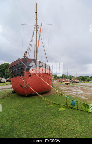 Barge at low tide on the shore at Pin Mill, on River Orwell, south Suffolk, East Anglia, England, Great Britain, - Stock Photo