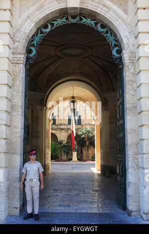 A Maltese officer at the entrance of the Presidential Palace in Valletta, Malta - Stock Photo