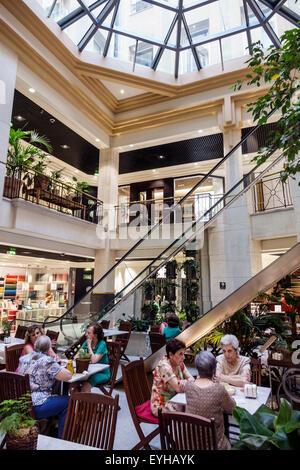 El jardin de serrano shopping centre madrid spain for Calle el jardin