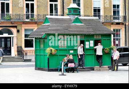 Stock Photo - London, England, UK. Cabmen's shelter / Refreshments kiosk (now Kate's Tea Food Cabin) in Russell - Stock Photo