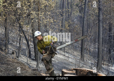 Groveland, California, USA. 1st Aug, 2015. Thursday, July 30, 2015.A U.S. Forest Service Groveland Hotshots crew - Stock Photo