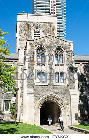 The main entrance arch and other buildings at the University of Toronto. The University of Toronto is a public research - Stock Photo