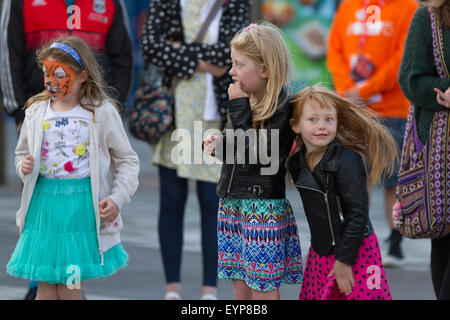 Stockton-on-Tees, UK, Saturday, 1st August, 2015. Young children take part in ABACUS/Car Park, a dance installation, - Stock Photo