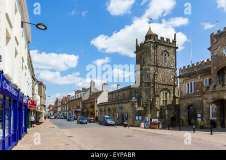 The High Street with Saint Peter's Church and the Town Hall to the right, Shaftesbury, Dorset, England, UK - Stock Photo