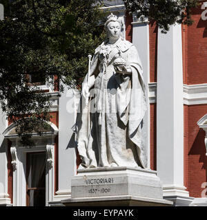 Statue of Queen Victoria in Government St in front of Parliament, Cape Town, South Africa - Stock Photo