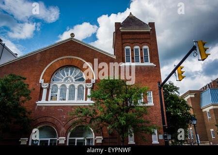 Old brick building on Prince Street in Alexandria, Virginia. - Stock Photo