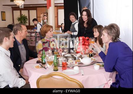 Post Grad ; Year : 2009 USA ; Director : Vicky Jenson ; Zach Gilford, Michael Keaton, Carol Burnett, Vicky Jenson, - Stock Photo
