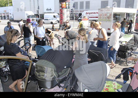 Copenhagen, Denmark. 04th Aug, 2015. Copenhagen city museum has arrange Copenhagen city tour with children in prams - Stock Photo