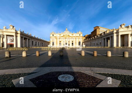 St. Peters and Piazza San Pietro in the early morning, Vatican City, UNESCO World Heritage Site, Rome, Lazio, Italy, - Stock Photo