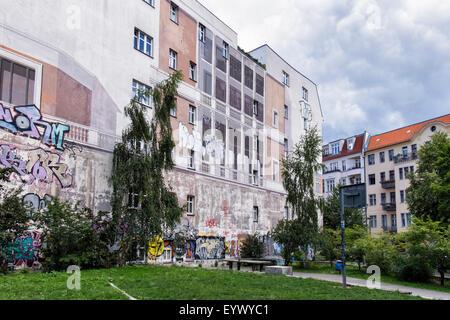 Trompe l'oeil mural artwork on side of Berlin Apartment building in Choriner Strasse, Berlin - Stock Photo