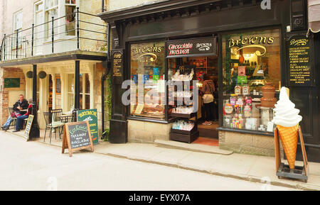 Cafe / tea rooms and a chocolate shop at Robin Hoods Bay Near Whitby on the Yorkshire coast UK. - Stock Photo