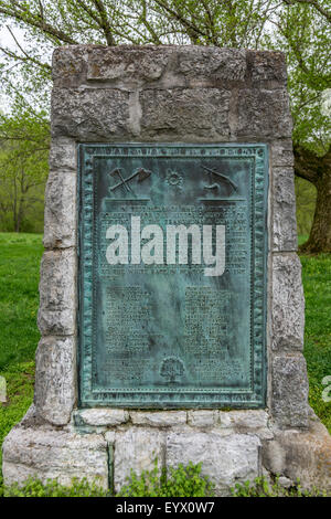 Historical marker at Fort Boonesborough honoring the pioneers who cut the trail through the wilderness to Kentucky - Stock Photo