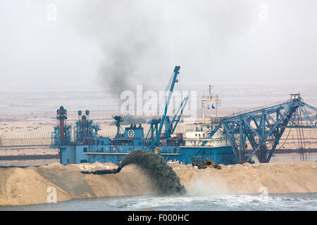 Construction vessels working on 2nd Suez canal section Egypt - Stock Photo