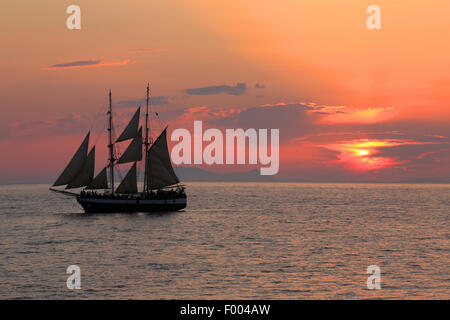 sailing ship at sunset, Greece, Cyclades, Santorin - Stock Photo