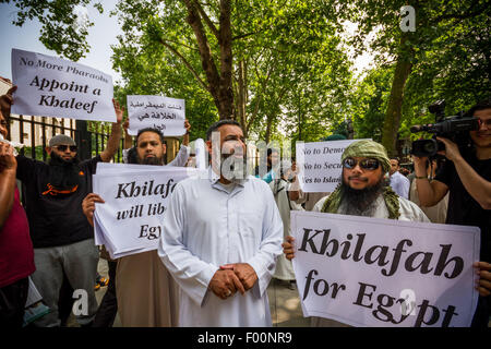 London, UK. 5th August, 2015.FILE PIX: Radical Islamist Anjem Choudary charged with encouraging support for Islamic - Stock Photo