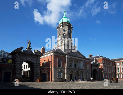 The Bedford Tower (1761) in  the Upper Yard, Flanked by the gates of Fortitude and Justice, Dublin Castle, Dublin - Stock Photo