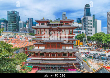 The Buddha Tooth Relic Temple in Singapore's Chinatown - Stock Photo