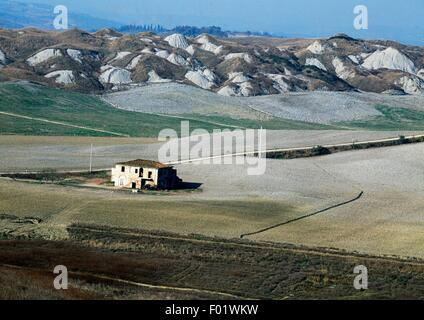 The Crete Senesi area near Asciano, Tuscany, Italy. - Stock Photo