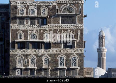 Building in the old city of Sana'a' (UNESCO World Heritage List, 1986), Yemen. - Stock Photo
