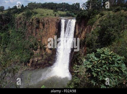 Howick Falls (100 m), Umgeni Valley Nature Reserve, KwaZulu-Natal Province, South Africa. - Stock Photo
