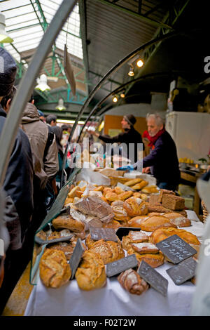 Bread being sold at Marche des Enfants Rouges, Paris market - Stock Photo