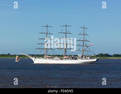 Polish training sail ship 'Dar Mlodziezy' on the Elbe river near Hamburg - Stock Photo