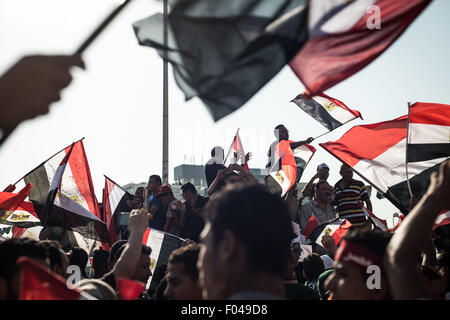 Cairo, Egypt. 6th Aug, 2015. Egyptians wave their national flags as they celebrate the inauguration of the 'New - Stock Photo