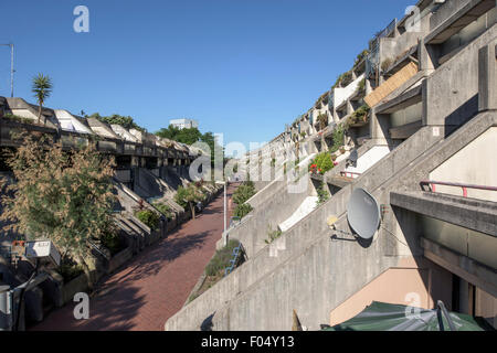 View showing internal street and ziggurat balconies, Alexandra Road Estate. Alexandra Road Estate, Camden, United - Stock Photo