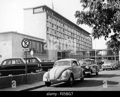 geography / travel, Germany, Bonn, building, Foreign Office, exterior view, in front official vehicles of the Diplomatic - Stock Photo